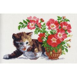 Котенок и ваза, канва с рисунком для вышивки нитками 24х35см. Матрёнин посад