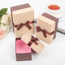 Прямоугольная коробка картонная средняя с коричневым бантом 13,5х9х7см