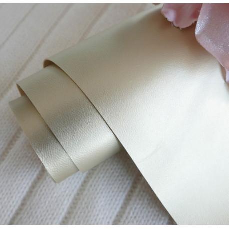Золотой, однотонный кожзам для скрапбукинга 33х70(±1см)