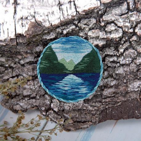 Брошь. Горное озеро, набор для вышивания гладью 5,5х5,5см 10цветов Panna