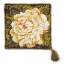 Подушка Белый пион, набор для вышивания крестиком, 35х35см, нитки шерсть Safil 12цветов Риолис