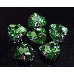 Св.зеленый треугольные, стразы стеклянные в серебряных цапах 12мм 3шт Астра