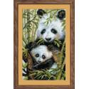 Панда с детёнышем, набор для вышивания крестиком 22х38см нитки шерсть Safil 15цветов Риолис