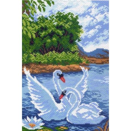 Два лебедя, канва с рисунком для вышивки нитками 28х37см. Матрёнин посад