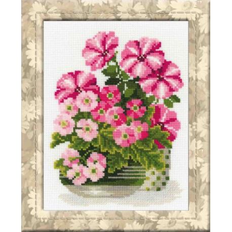 Петунии и примулы, набор для вышивания крестиком, 20х26см, нитки шерсть Safil 15цветов Риолис