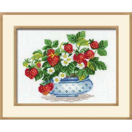 Клубника, набор для вышивания крестиком 30х24см нитки шерсть Safil 14цветов Риолис